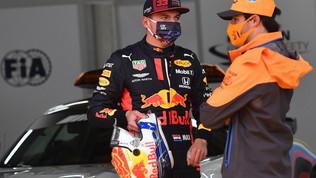 """Verstappen: """"Sainz-Ferrari? Difficile pensare di lottare per il titolo"""""""