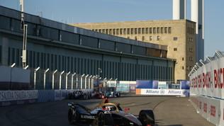 Formula E, trionfo di Rowland in gara-5