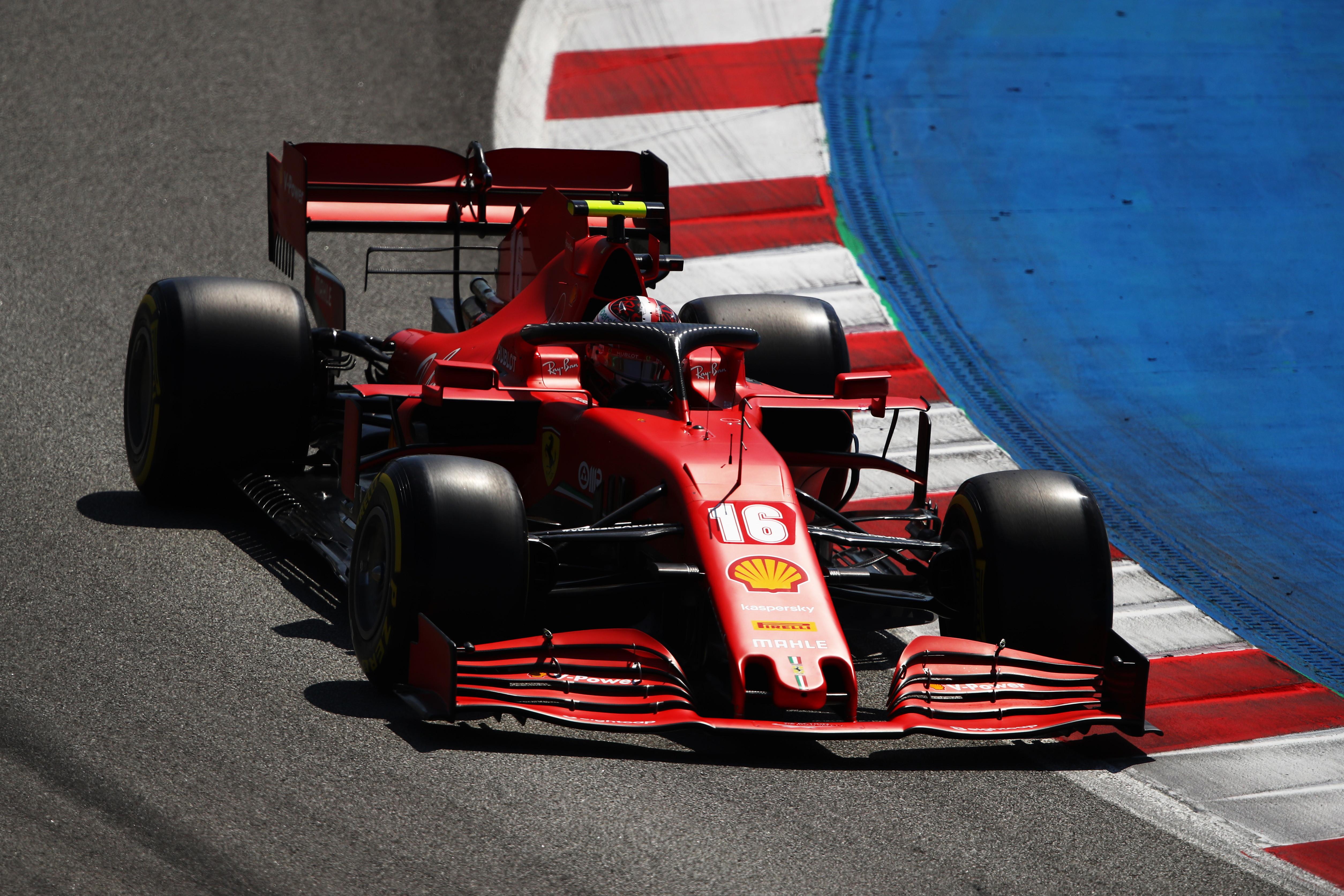 Formula 1, dominio di Hamilton in Spagna. Gara difficile per le Ferrari