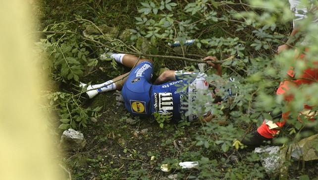 Evenepoel cade in un dirupo ma le sue condizioni ora non preoccupano