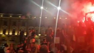 Lione, festa grande in cittàma senza distanziamento e mascherine