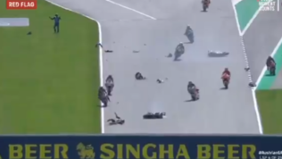 Moto2 Austria: Syahrin centra la moto di Bastianini, incidente shock