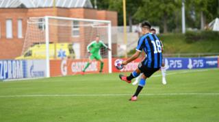 L'Inter batte il Rennes e vola ai quarti,il Real in dieci affonda la Juve