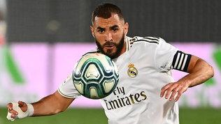 Benzema fa sognare i tifosi bianconeri: si allena col pallone della Juve