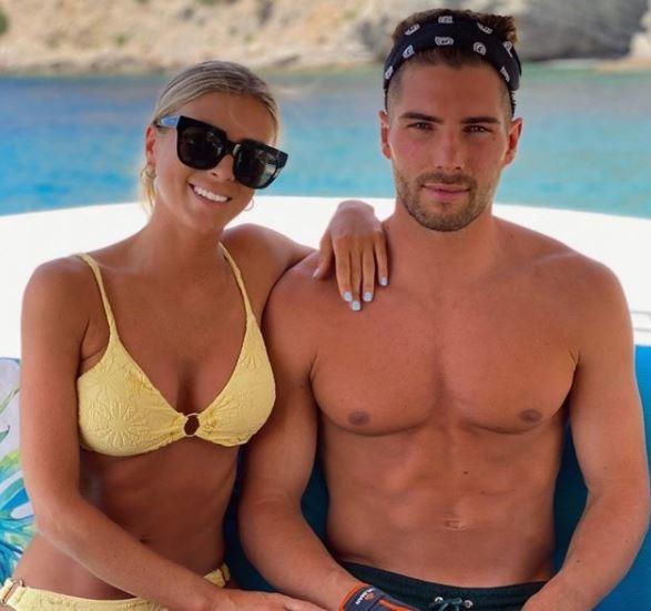 Archiviata la storia d&#39;amore con Marco Asensio, Marina Muntaner ha ritrovato la serenit&agrave; tra le braccia di un altro calciatore, Luca Zidane, portiere e figlio del tecnico del Real&nbsp;Zinedine. La modella e dottoressa in Educazione dell&#39;Infanzia e Istruzione Primaria&nbsp;&egrave; uscita allo scoperto su Instagram pubblicando una foto in barca abbracciata al suo nuovo fidanzato.<br /><br />