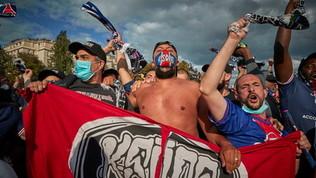 Psg, tifosi allo stadio senza distanziamento: incidenti con la polizia