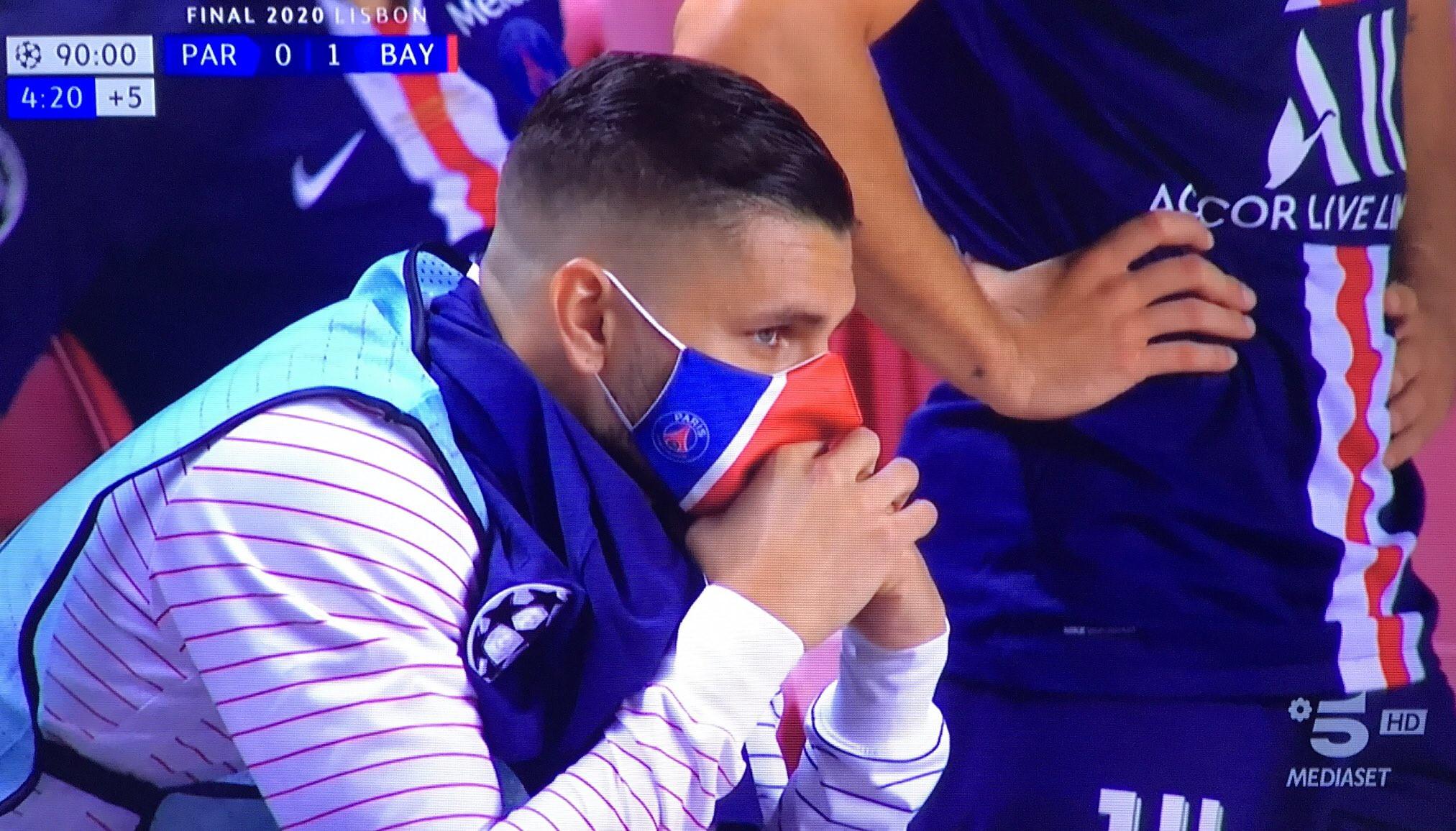 Il Bayern di Ivan Perisic trionfa in Champions contro il Psg di Mauro Icardi, che resta in panchina per tutti i 90 minuti e non entra neanche coi parigini sotto. Una bocciatura che ha scatenato l&#39;ironia dei tifosi dell&#39;Inter, che sui social non hanno perdonato l&#39;argentino...<br /><br />