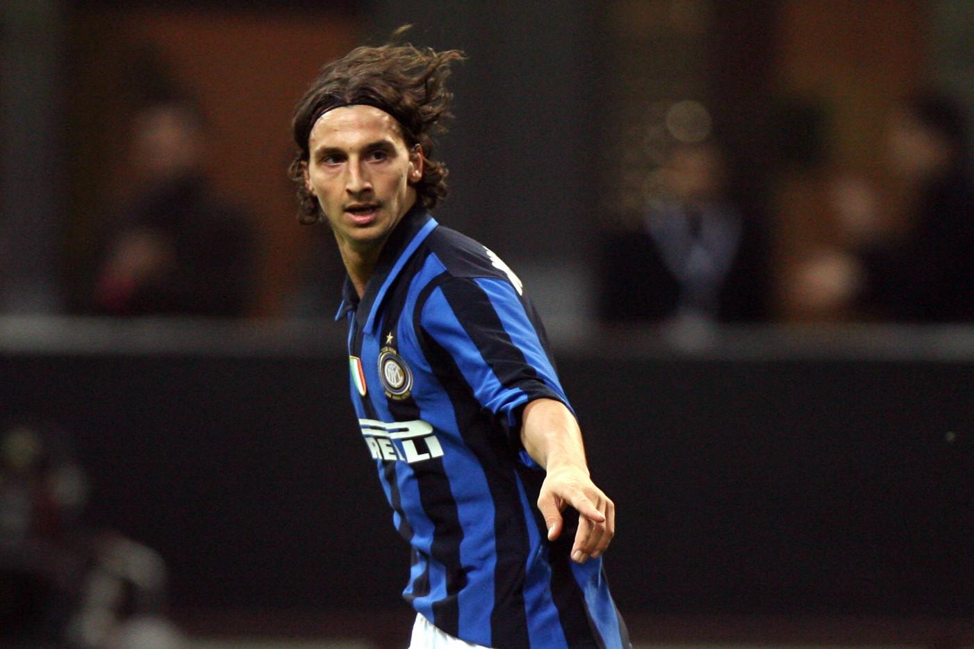 Zlatan Ibrahimovic 2006: lo svedese vuole andarsene dalla Juventus post Calciopoli e preferisce l'Inter già qualificata in Champions (il Milan ci arriverà dai preliminari)