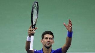 Djokovic accede agevolmente agli ottavi, eliminato a sorpresa Tsitsipas