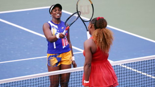 Serena Williams rimonta e vince su Stephens, vola Medvedev