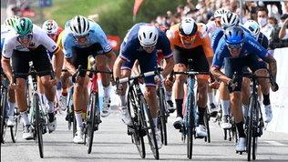 Tirreno-Adriatico, ad Ackermann prima tappa e maglia azzurra
