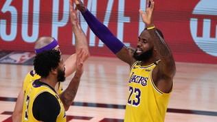 I Lakers dominano Houston in gara-4 e prenotano il derby coi Clippers
