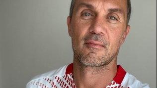 """Maldini posa con la maglia away,Tottischerza: """"Ricominci capitano?"""