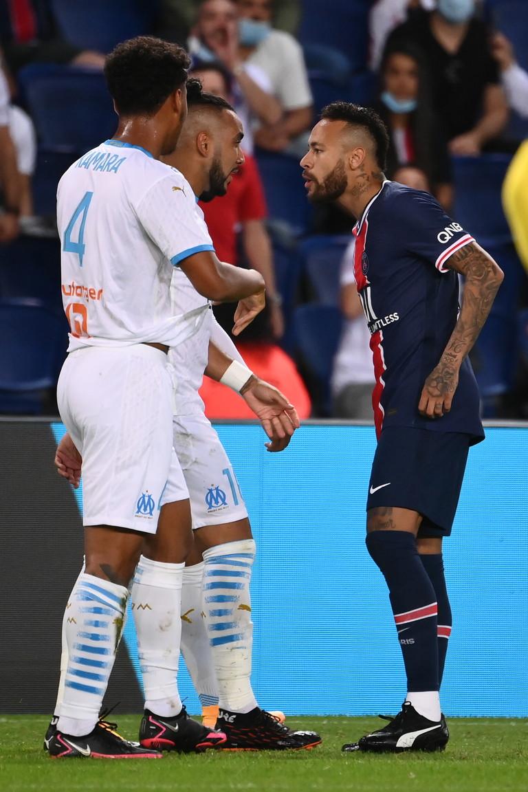 Tensione tra Alvaro Gonzalez e Neymar durante Psg-Marsiglia: il difensore spagnolo avrebbe detto all&#39;avversario: &quot;Chiudi la bocca, scimmia&quot;. &quot;Il razzismo, no&quot; la secca risposta dell&#39;attaccante brasiliano.<br /><br />
