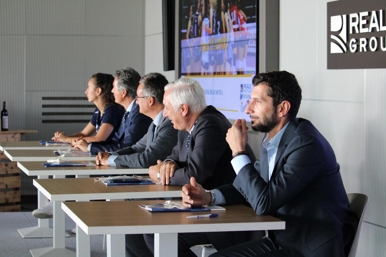 La splendida cornice del Cral Reale Mutua in corso Agnelli, a Torino, ha ospitato la presentazione della Reale Mutua Fenera Chieri 76. Un appuntamento di inizio stagione che ormai è anche una piacevole tradizione.
