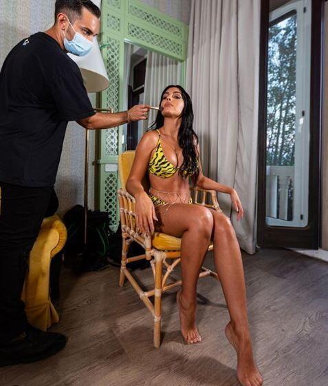 &nbsp;<br /><br />  Georgina Rodriguez, compagna di Cristiano Ronaldo,&nbsp;si &egrave; concessa a una seduta di trucco senza nascondere nulla della sua bellezza.<br /><br />