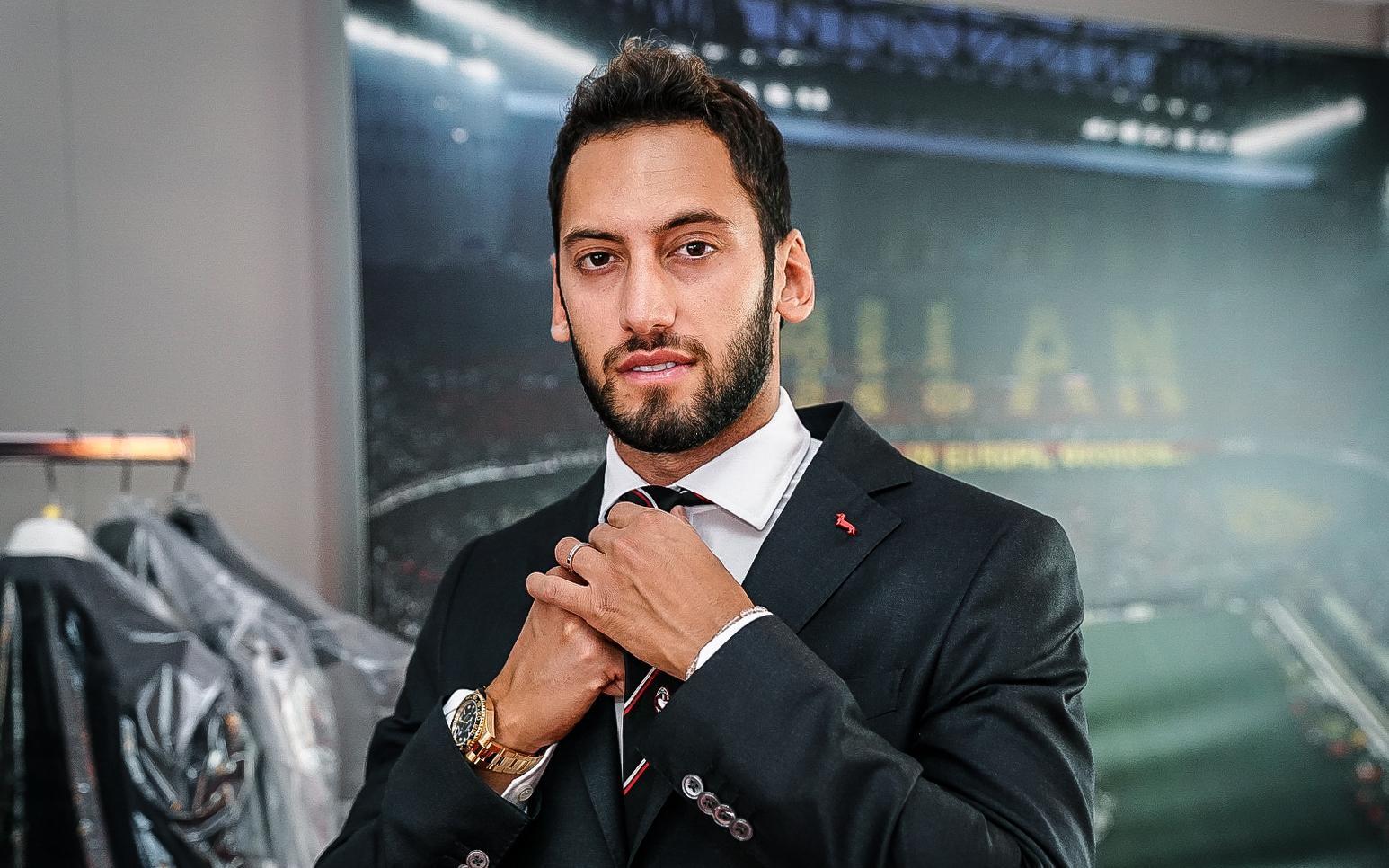 AC Milan e Harmont &amp; Blaine&nbsp;hanno dato vita a una nuova partnership. L&#39;azienda italiana di abbigliamento, caratterizzata dal noto bassotto, sar&agrave; per le stagioni 2020/2021 e 2021/2022&nbsp;Official Style Partner&nbsp;del Club rossonero e fornir&agrave; le divise ufficiali formali per la Prima Squadra maschile, la Prima Squadra femminile e i rispettivi staff.<br /><br />