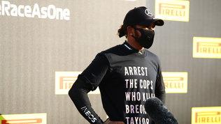 """La Fia""""perdona"""" la t-shirt di Hamilton contro la polizia: no indagine"""