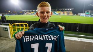 Shamrock-Milan, Ibra regala la maglia al figlio-raccattapalle di Greene
