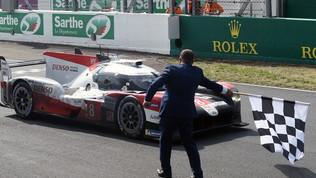 La Toyota cala il tris a Le Mans