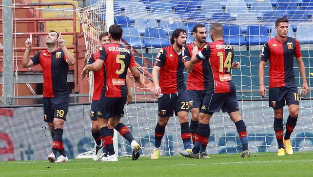 Focolaio Genoa dopo i tamponi: 14 positivi. Sei avrebbero giocato a Napoli