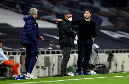Maestro e allievo hanno avuto un confronto acceso nel corso del primo tempo di&nbsp;Tottenham-Chelsea&nbsp;<br /><br />