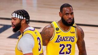 LeBron e Davis distruggono gli Heat, Miamiin ansia per Dragic e Adebayo