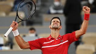 Djokovic vola ai quarti di Parigi con Tsitsipas e Rublev. Rinasce la Kvitova