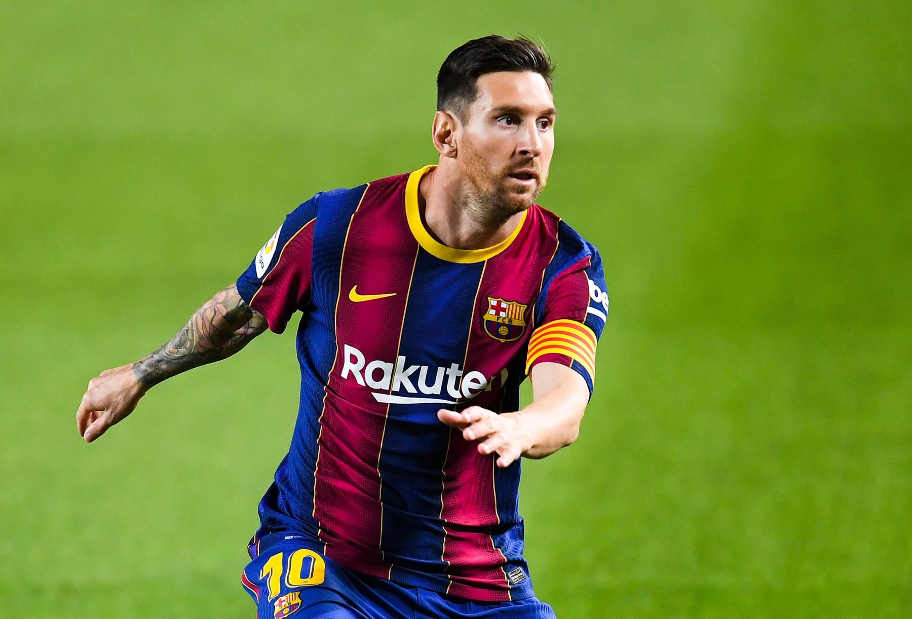 Messi (Barcellona): il mondo blaugrana ha vissuto giorni di paura e ansia, Leo voleva andarsene ma non è riuscito a farsi cedere a costo zero. Il Manchester City più dell'Inter era candidato a prendere la Pulce, se ne riparla tra un anno