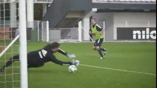 Juve, anche Pirlo e dirigenti in partitella: in gol Paratici VIDEO