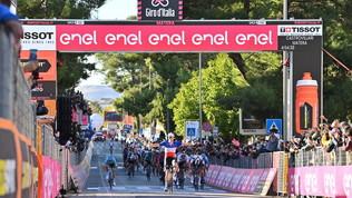 Giro d'Italia: è Démare a trionfare a Matera in volata
