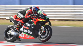 Lampo di Smith in FP1, Quartararo da dimenticare
