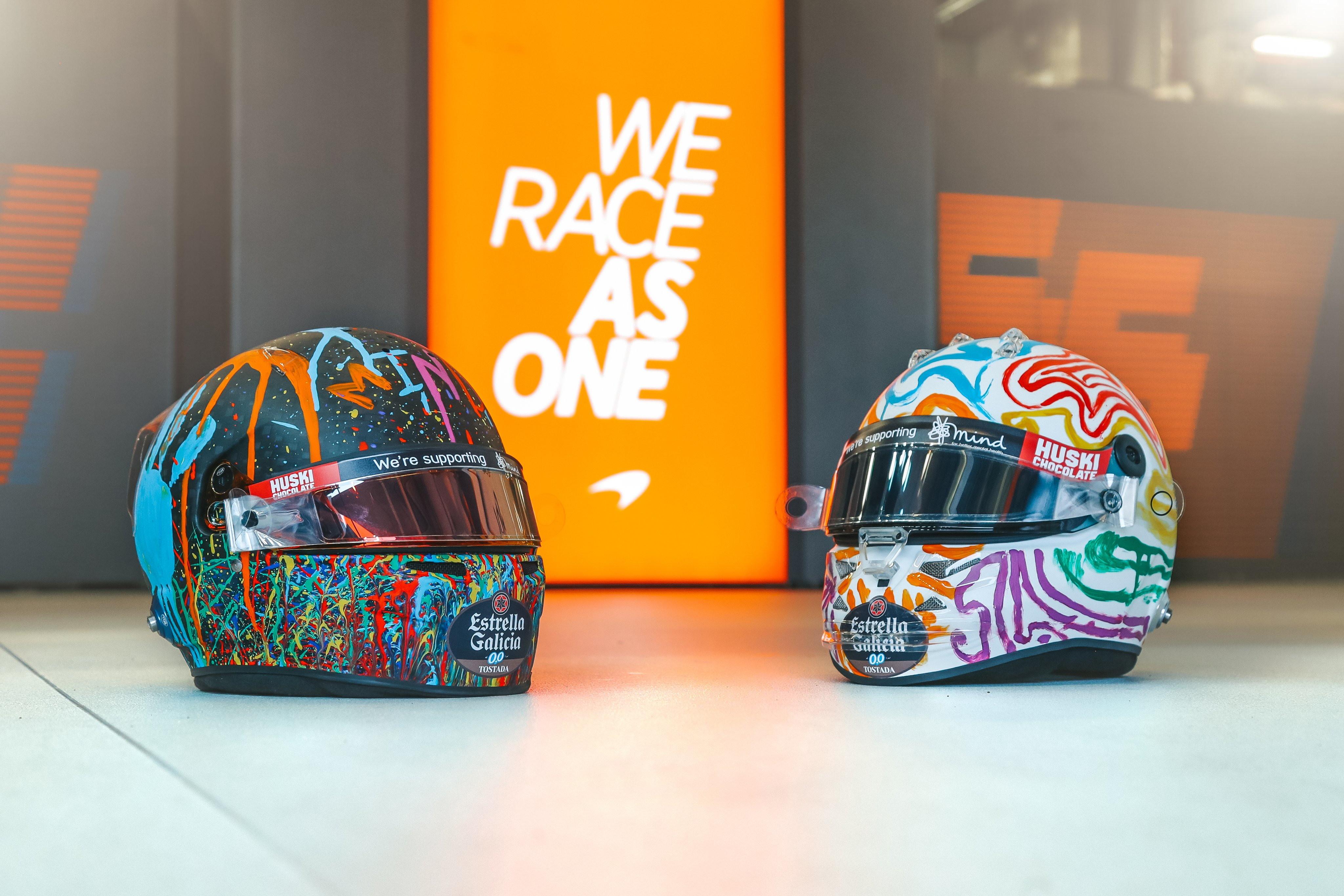Sainz e Norris utilizzano dei caschi speciali per il GP dell&#39;Eifel: i due piloti della McLaren hanno aderito Giornata mondiale della salute mentale.<br /><br />