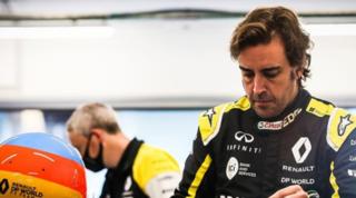 Alonso, prove di 2021: in pista a Barcellona con la Renault