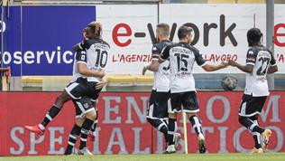 Quattro calciatori positivi al Parma: squadra in isolamento