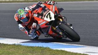 Davies saluta la Ducati vincendo gara-2, alla Kawasakiil titolocostruttori
