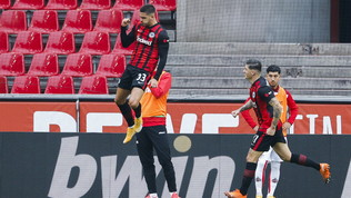 André Silva ancora in gol, ma l'Eintracht frena. Primo punto per lo Schalke