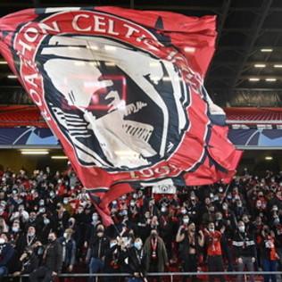 A Rennes tifosi ammassati in curva e senza mascherina