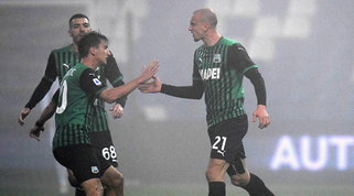 Nebbia, sei gol, errori e prodezze: pari show tra Sassuolo e Torino