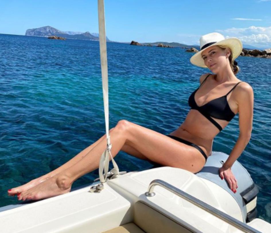 Astrid Ericsson, ex calciatrice ora modella e grande appassionata di Inter, rimpiange l&#39;estate: &quot;Eh si ... ora sto 15 min a casa senza il maglione e mi vengono le mani viola per il freddo&quot; il messaggio della svedese su Instagram.<br /><br />