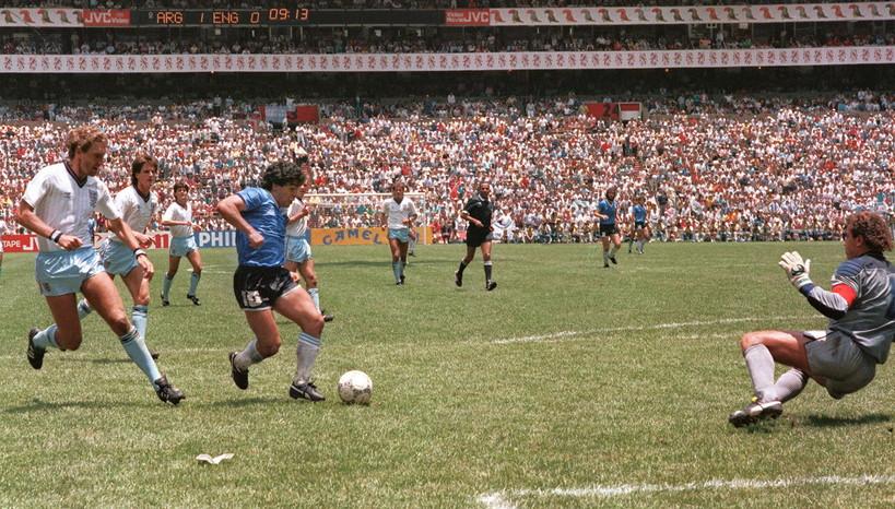"""Il raddoppio di Maradona in quella partita viene invece ricordato unicamente per la sua bellezza, tanto da essere stato rinominato """"il gol del secolo""""."""