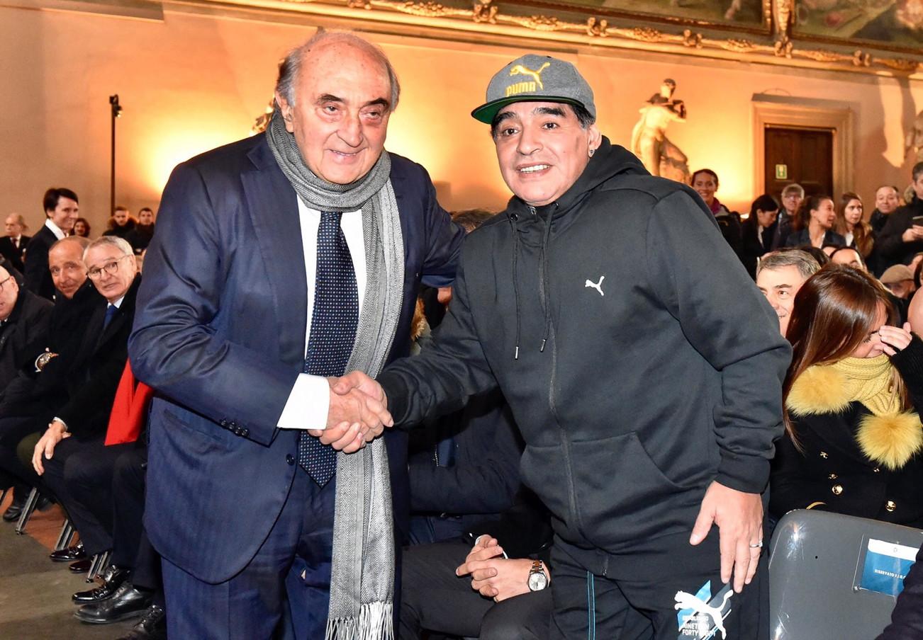Maradona e Corrado Ferlaino, suo presidente ai tempi del Napoli.