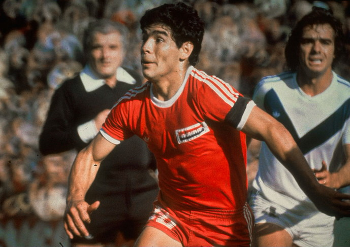 Maradona giocò con l'Argentinos Juniors dalle giovanili fino al 1981.