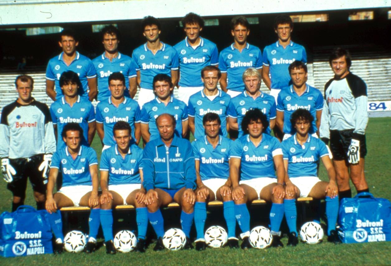 Foto di gruppo del Napoli nel 1987.