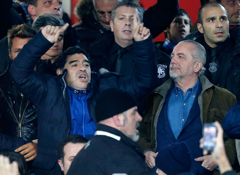 Maradona nel 2014 allo stadio San Paolo col presidente del Napoli De Laurentiis.