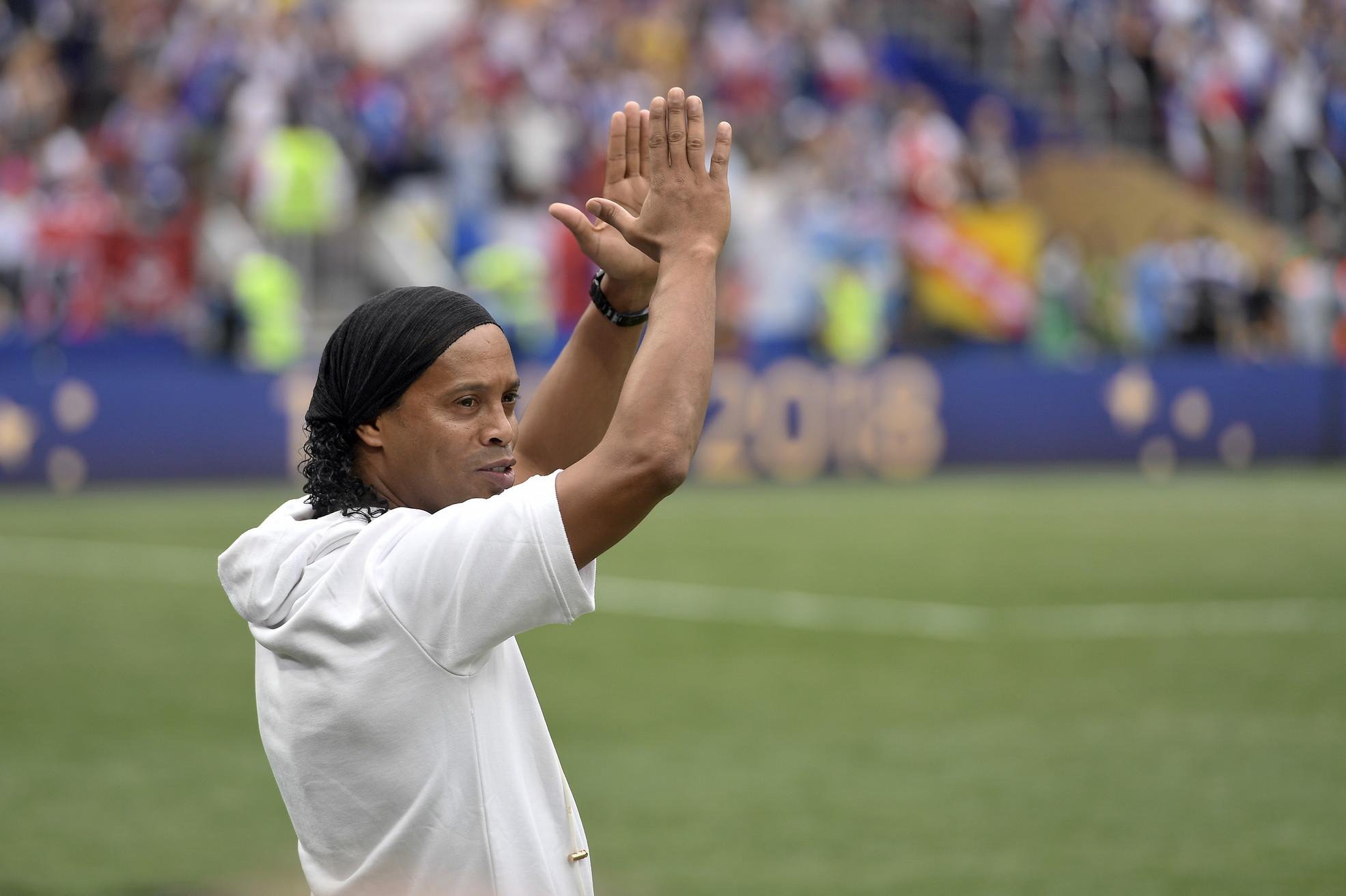 """Ronaldinho: """"Don Diego, ti faccio gli auguri per i tuoi 60 anni. Ti voglio bene, sei nel mio cuore"""""""
