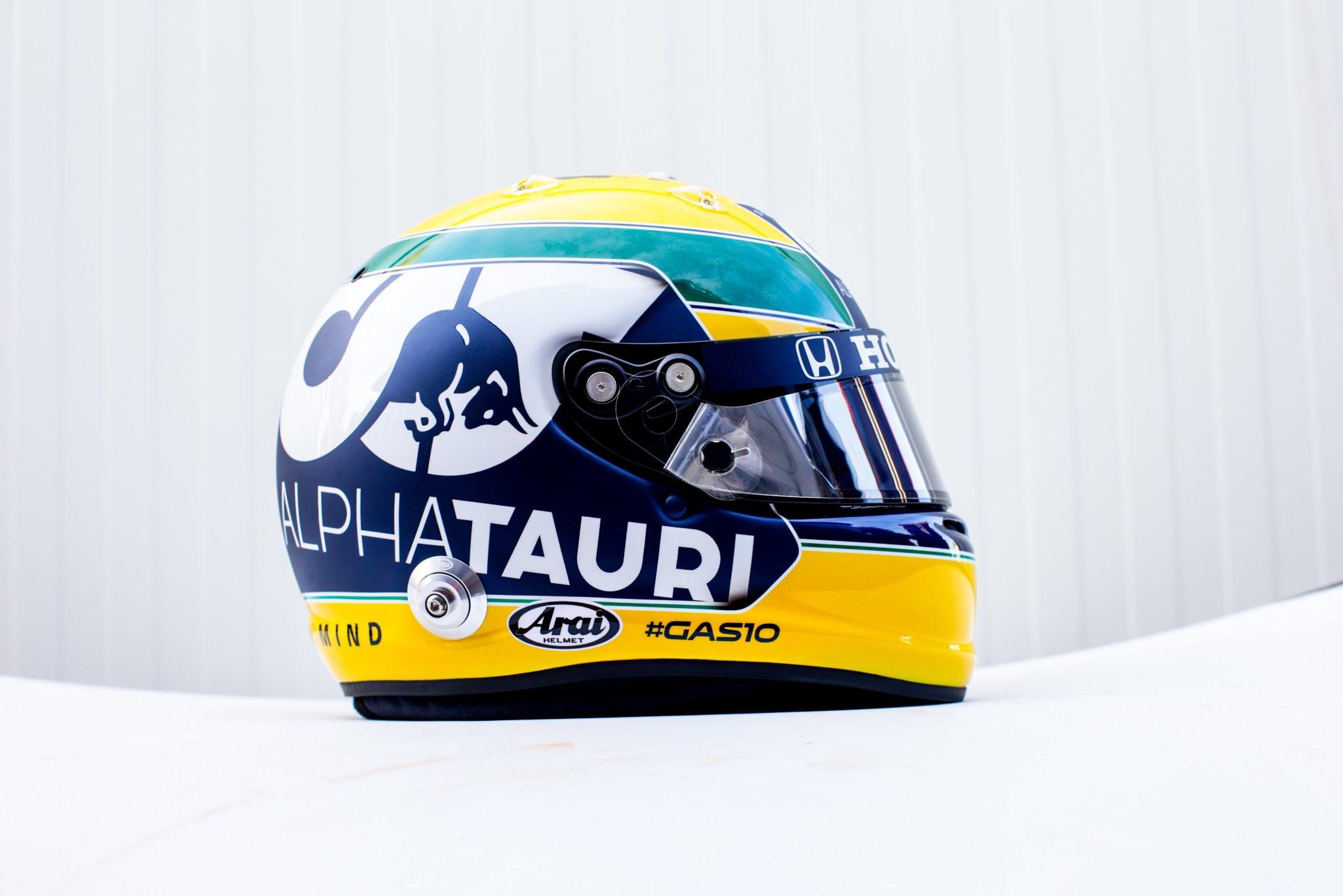 Casco speciale per Pierre Gasly che, in vista del GP dell&#39;Emilia Romagna, ha voluto dedicare la livrea ad Ayrton Senna, scomparso a Imola il 1&deg; maggio 1994. Tra i colori del Brasile e la scritta &quot;Ayrton sempre&quot;, il casco del francese &egrave; suggestivo ed emozionante<br /><br />
