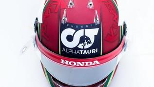 Un casco in pelle per Kvyat