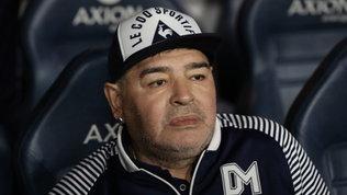 """Maradona, il problema è l'astinenza: """"Ha sostituito la droga con l'alcol"""""""