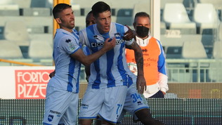 Lecce travolgente, vince anche la Reggiana. Prima gioia per il Pescara